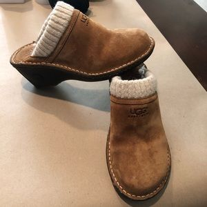 Ugg Gael Chestnut Mules/Clogs Size 5 Barely Worn!